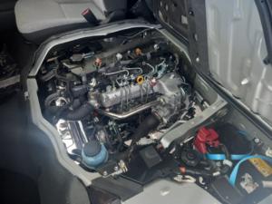 Toyota Quantum 2.5D-4D GL 14-seater bus - Image 12