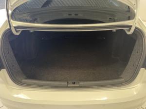 Volkswagen Jetta 1.6 Conceptline - Image 13