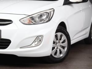 Hyundai Accent hatch 1.6 Fluid auto - Image 2