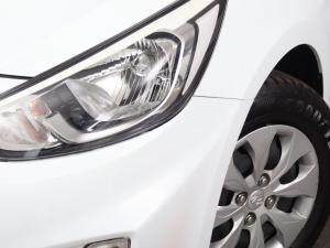 Hyundai Accent hatch 1.6 Fluid auto - Image 4