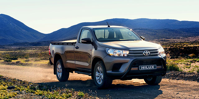 2.4 Hilux Single Cab 4x4 slide 1