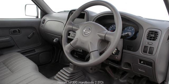 Nissan NP300 Hardbody 2.5D AC SC Diesel