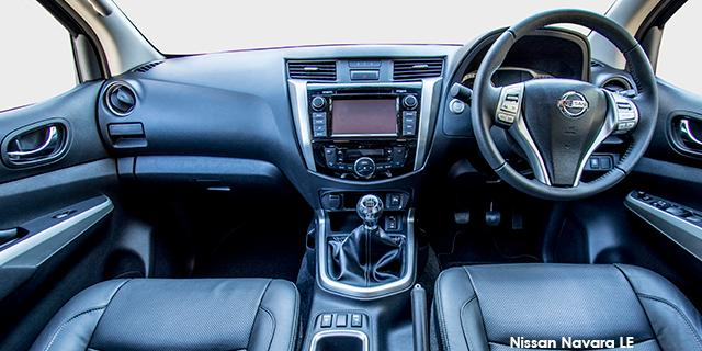 Nissan Navara 2.3D LE 4X2 AT DC + Leather