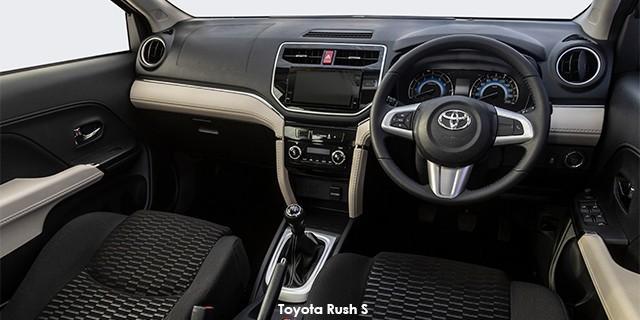 SUV Rush 1.5 MT